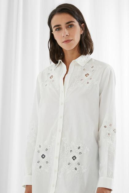 Bestickte und perforierte Bluse