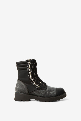 Military boots met parels