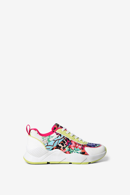 Floral y animal patch sneakers