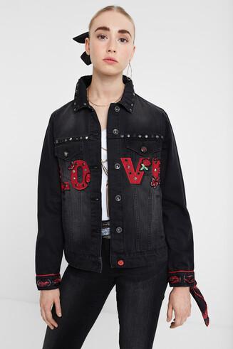 「LOVE」デザインのデニムジャケット