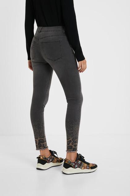 Pantalon en jean skinny ornements