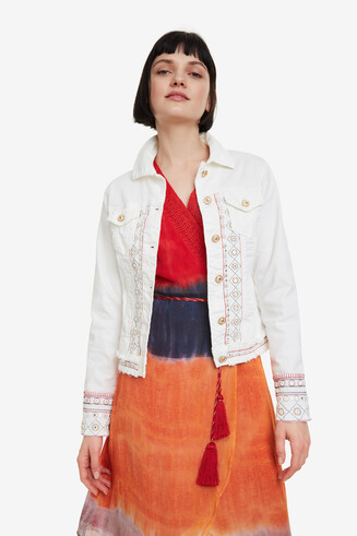 Weiße Jacke mit Stickereien Boho
