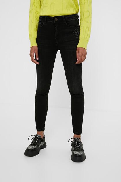 Dżinsowe spodnie rurki o długości do kostki