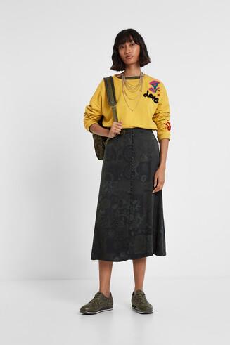 Long skirt buttons