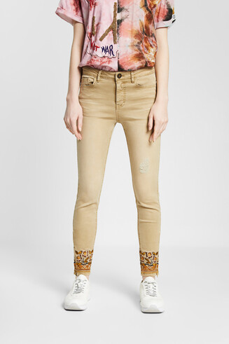 Skinny floral embroidery jeans