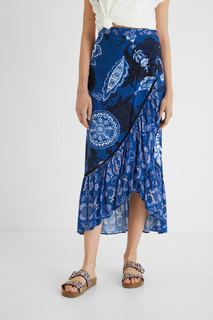 Long skirt flounces paisley
