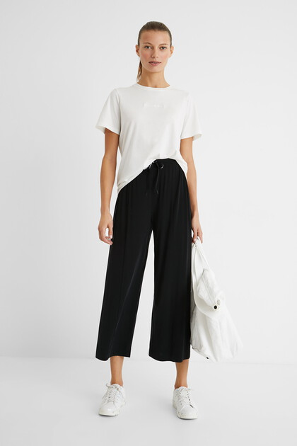 Flowing trousers with drawstring