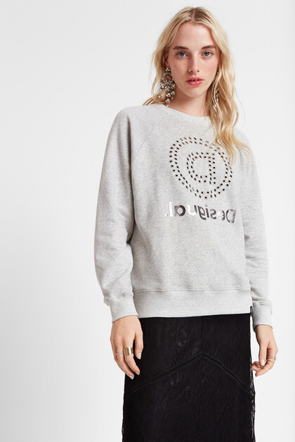 Oversize sweatshirt eyelets and mandala