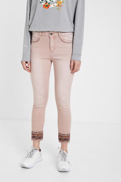 Pantalon en jean skinny broderie ethnique