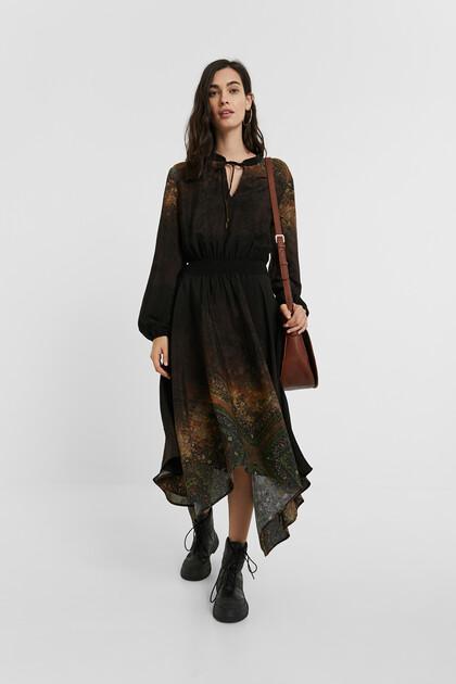 Sukienka o średniej długości w stylu boho