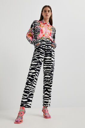 High-waisted long trousers