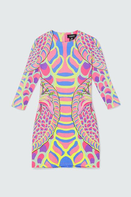 Korte slim fit jurk met driekwartmouwen