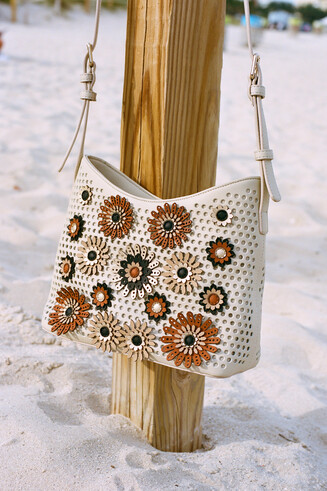 Bolso troquelado con flores