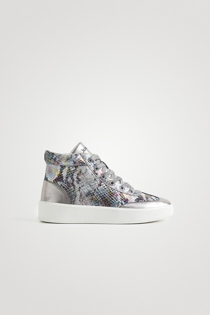 High-top sneakers scales effect