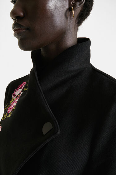Langer Mantel mit hohem Kragen und Gürtel | Desigual