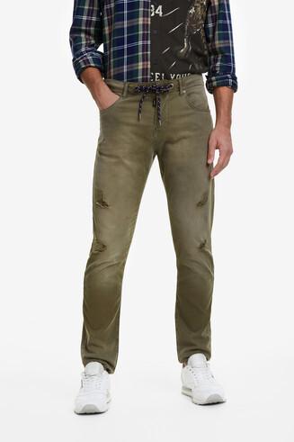 Khakigrüne Sporthose im Jeansschnitt