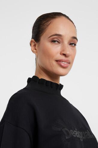 Sweater mit gewellten Details