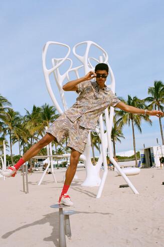 Camisa tropical reciclada