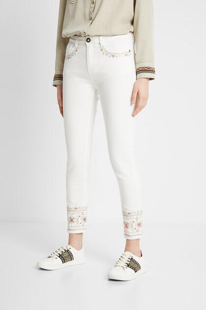 Spodnie dżinsowe rurki z etnicznym haftem