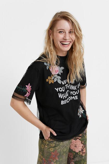 T-shirt em tecido de rede com flores