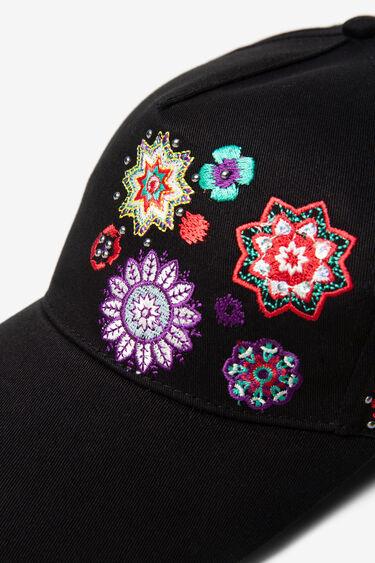 Gorra negra brodada | Desigual
