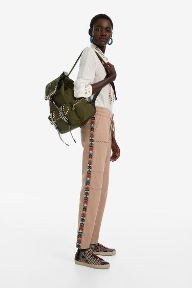 Plecak z ćwiekami i paskami z motywem lettering   Desigual