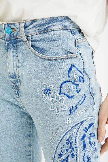 Embroidered boyfriend jeans | Desigual
