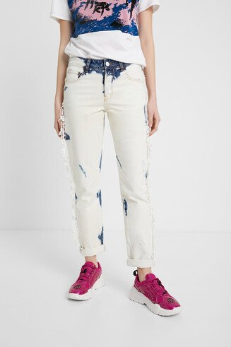 Faded cropped jeans with fringe of lettering