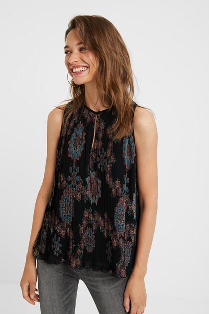 Black sleeveless pleated blouse