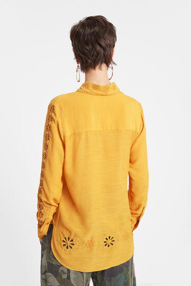 Koszula w mandale z dziurkowaniem | Desigual