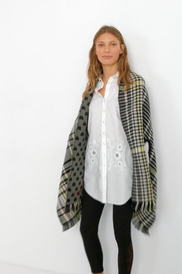 Reversible checks square poncho | Desigual