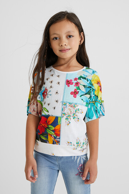 Camiseta oversize patch flores