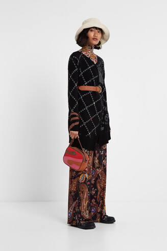 Pull ouvert style poncho