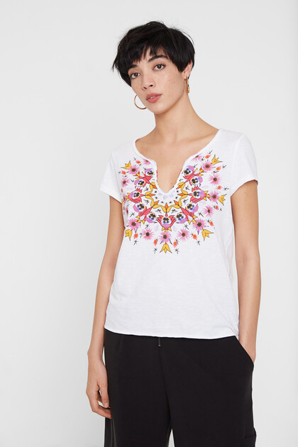 Low neckline with mandala
