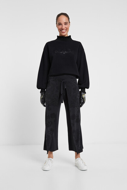 Wide flowing trousers