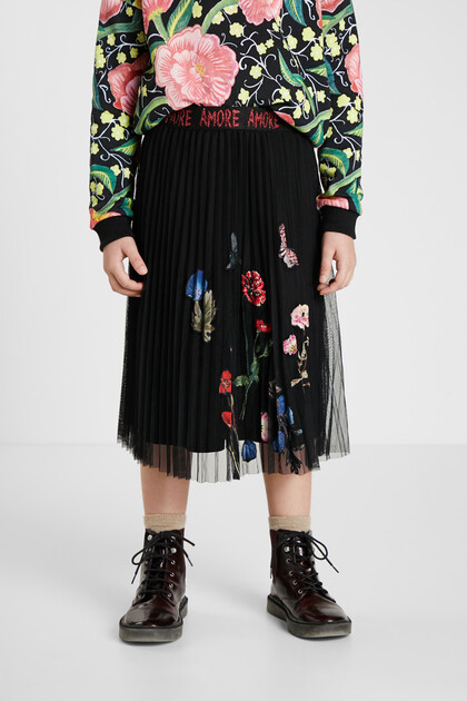 Pleated skirt tulle flowers