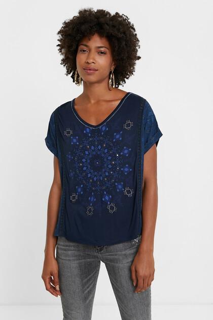 T-shirt em tricô com mandala