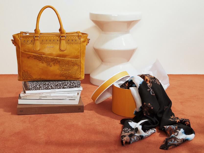 Conjunto bolso y bufanda