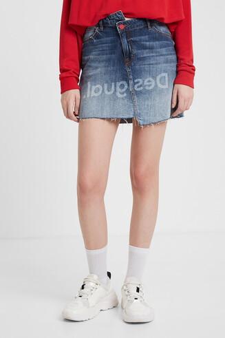 Minigonna di jeans asimmetrica