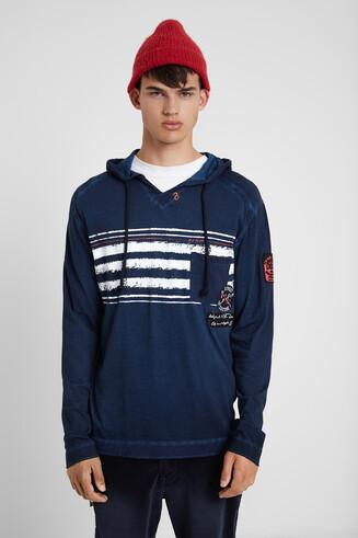 Long-sleeved hooded T-shirt