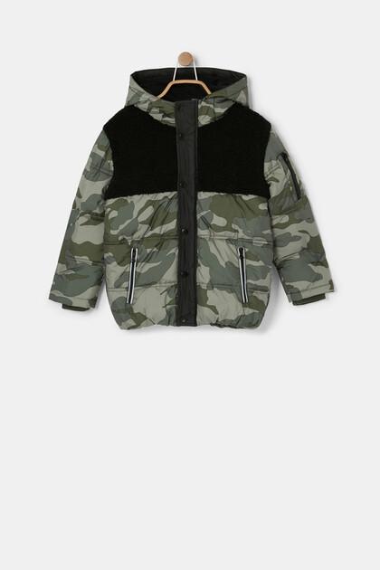Padded jacket hood camouflage