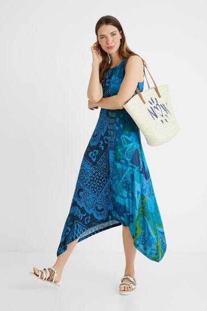 Asymmetrische wijd uitlopende lange jurk