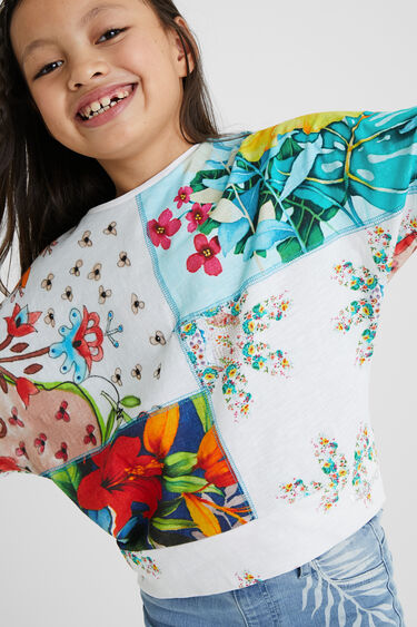 T-shirt oversize com patchwork de flores | Desigual
