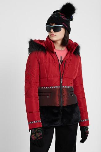 Kurze Jacke aus zwei Materialien