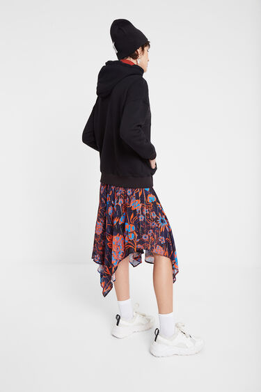 Single-colour sweatshirt with hood and patch | Desigual