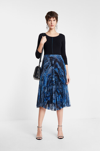Pleated dress round neck