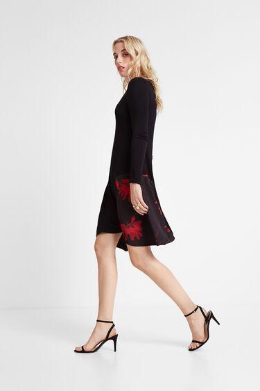 Blumiges Kleid mit spitzem Saum   Desigual