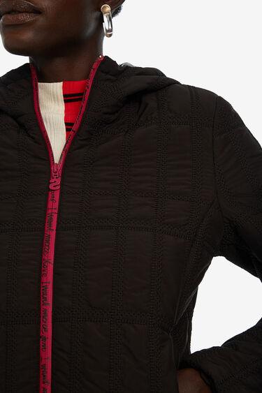 Krótka pikowana kurtka z kapturem | Desigual