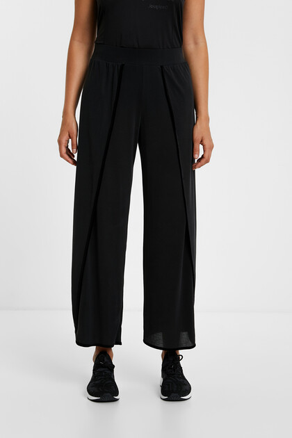 Cropped trousers openings