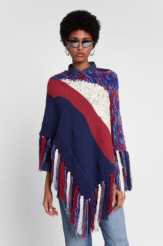 Strickponcho mit Patches